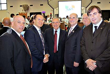 During his visit to Sicily, Councilman Peter Vallone Jr. (second from l.) is surrounded by NYPD Liaison Mitchell Weiss (l. to r.), Italian Anti-Mafia Prosecutor Piero Grasso, New York Criminal Court Justice George Grasso, NYPD Deputy Chief Louis Croce Jr. and Palermo Regional President Giovanni Avanti. Photo courtesy Peter Vallone Jr.